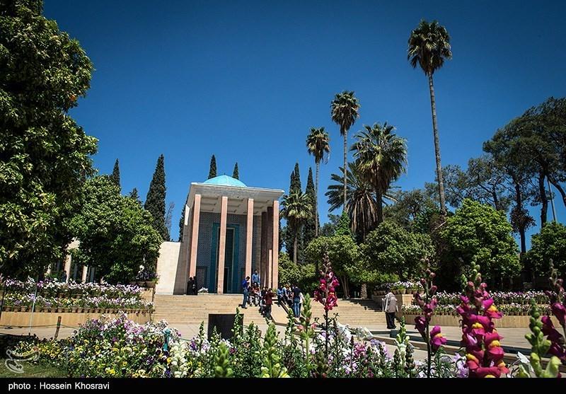 مقبرة الشاعر سعدی فی مدینة شیراز