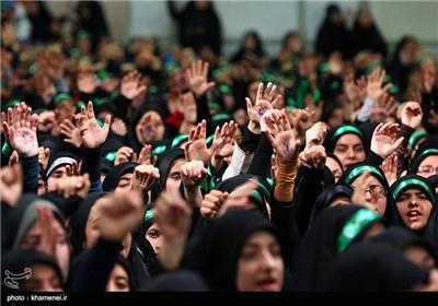 الإمام الخامنئی یستقبل الالاف من اعضاء الاتحادات الاسلامیة الطلابیة فی البلاد
