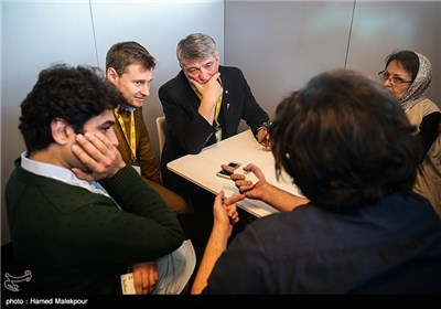 الکساندر سوکوروف فیلمساز سرشناس روسی در اولین روز سی و چهارمین جشنواره جهانی فیلم فجر