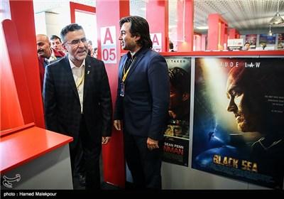 بازدید حجتالله ایوبی رئیس سازمان سینمایی از بازار فیلم سی و چهارمین جشنواره جهانی فیلم فجر
