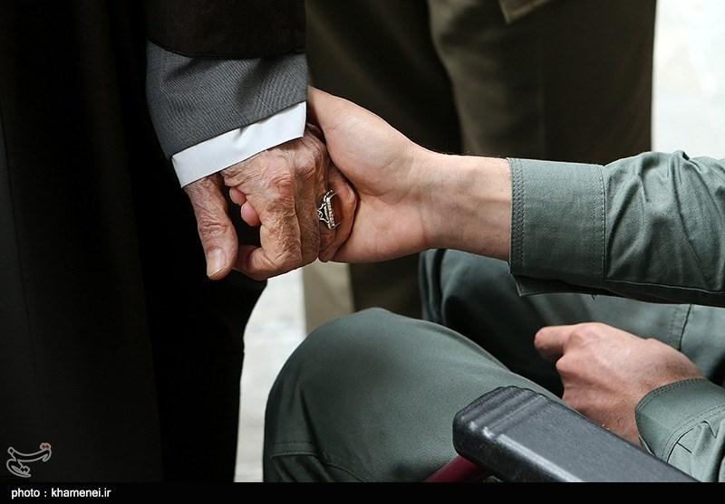 دیدار جانباز مدافع حرم سیدحسن موسوینژاد با مقام معظم رهبری