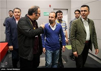 حجتالله ایوبی رئیس سازمان سینمایی، اصغر فرهادی و سیدرضا میرکریمی دبیر سی و چهارمین جشنواره جهانی فیلم فجر