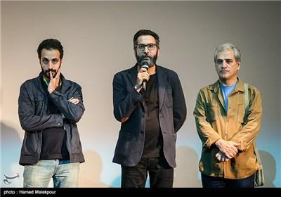 ناصر هاشمی بازیگر، سعید ملکان تهیهکننده و احسان بیگلری کارگردان فیلم برادرم خسرو در سومین روز سی و چهارمین جشنواره جهانی فیلم فجر