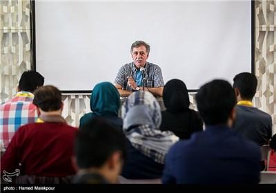 کارگاه آموزشی فیلمسازی همایون اسعدیان در سومین روز سی و چهارمین جشنواره جهانی فیلم فجر