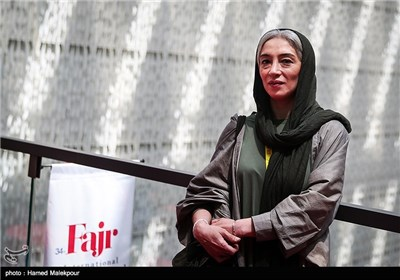 پانتهآ پناهیها بازیگر فیلم آبجی در چهارمین روز سی و چهارمین جشنواره جهانی فیلم فجر
