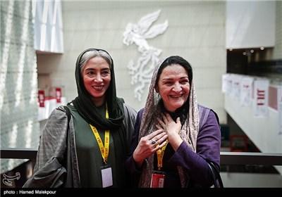 گلاب آدینه و پانتهآ پناهیها بازیگران فیلم آبجی در چهارمین روز سی و چهارمین جشنواره جهانی فیلم فجر