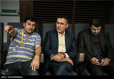 حجتالله ایوبی رئیس سازمان سینمایی در سالن نمایش فیلم دختر