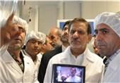 النائب الأول لرئیس الجمهوریة یزیح الستار عن 15 منتجا ایرانیا فی معرض الاجهزة والادوات المختبریة