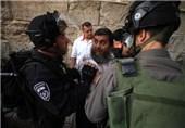 مواجهات بین شبان مقدسیین وقوات الکیان الصهیونی فی ساحات الأقصى
