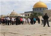 مستوطنون وعناصر مخابرات یقتحمون المسجد الأقصى