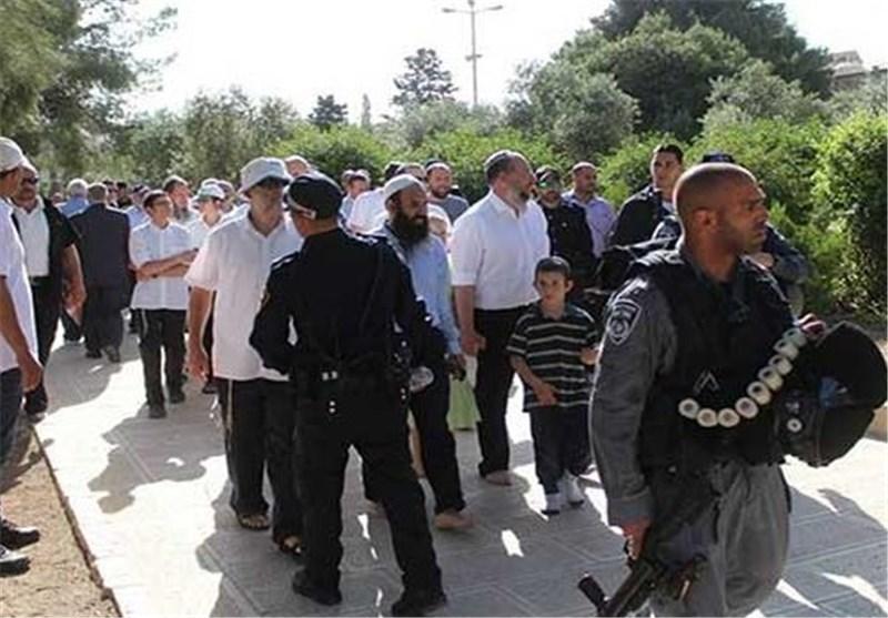 مستوطنون صهاینة یدنسون الأقصى مجدداً .. وقوات الاحتلال تقتحم بلدة فی القدس المحتلة