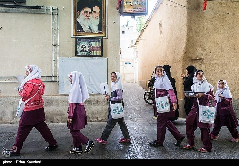 مراسم جشن تکلیف دختران دانش آموز در حسینیه جماران