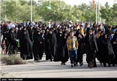 پیاده روی خانوادگی در مشهد