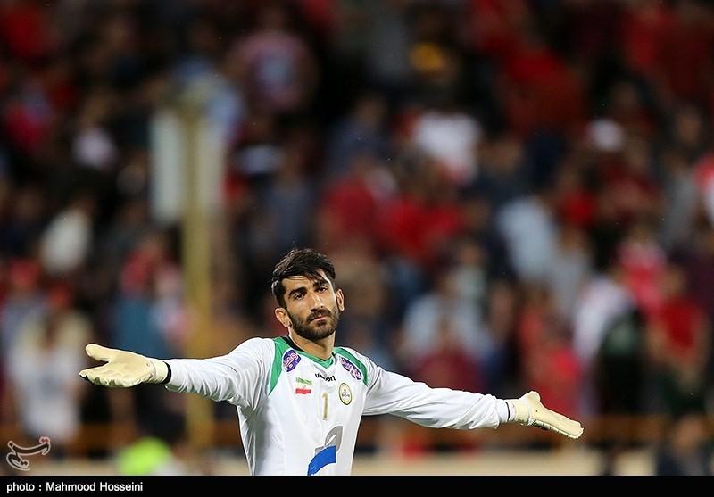 دیدار تیم های فوتبال پرسپولیس و نفت تهران