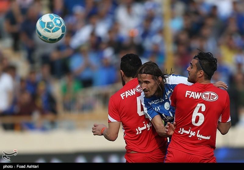 دیدار تیم های فوتبال استقلال و تراکتور سازی تبریز