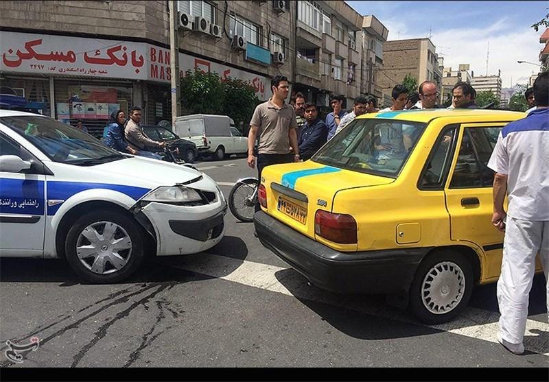 تصادف تاکسی با خودروی پلیس