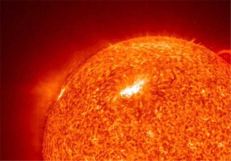 عطارد از مقابل خورشید عبور میکند