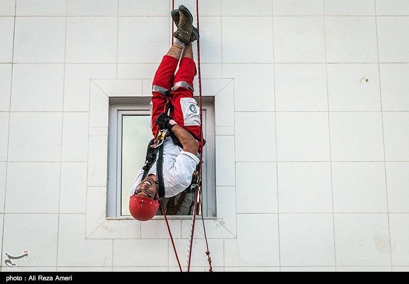مانور صعود و فرود هلال احمر در لامرد