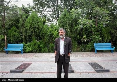 علیرضا رهدار جانباز 70 درصد (نابینا و قطع دو دست) متولد 1343 در تاریخ 1366 در منطقه جنگی کوش خوزستان مجروح شده است