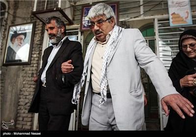 علیرضا رهدار جانباز 70 درصد (نابینا و قطع دو دست) متولد 1343 در تاریخ 1366 در منطقه جنگی کوش خوزستان مجروح شده است و عقیل اوخلی جانباز 50 درصد (نابینا) متولد 1337 در سال 1365در عملیات کربلای 1 مجروح شده عقیل یک تخریبچی جنگ بوده است .امروز به مناسب روز جانباز هر دو بر سر مزار همرزمانشان در گلزارشهدای گرگان حاضر شدند و با آنها تجدید پیمان کردند.