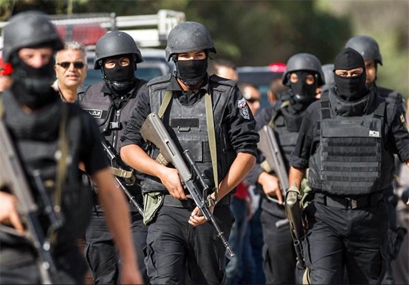إرهابی یفجر نفسه فیقتل 4 من عناصر الشرطة التونسیة