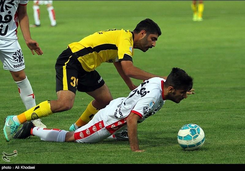 دیدار تیمهای فوتبال سپاهان و پدیده مشهد