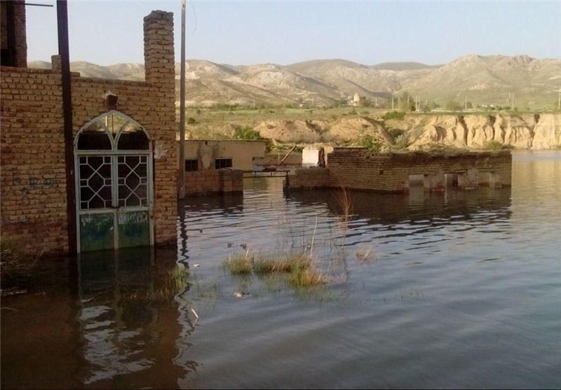 """تخریب و زیر آب رفتن 2 مدرسه در لرستان؛ دانش آموزان """"در به در"""" شدند"""