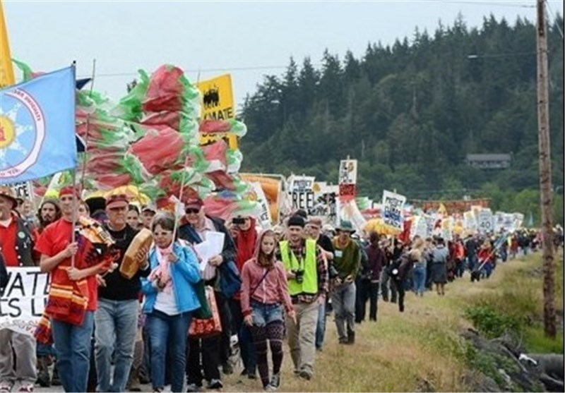 Protesters Block Train Tracks to 2 Washington State Refineries