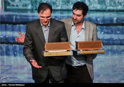 اهدای جایزه عشق، امید و تهرانشناسی به شهاب حسینی بازیگر و حسن فتحی کارگردان سریال شهرزاد