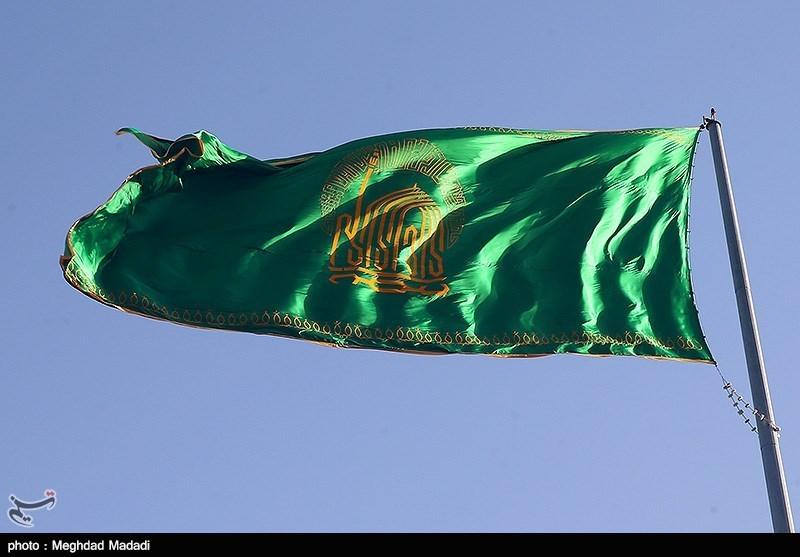 پرچم گنبد مطهر امام رضا(ع) بر فراز ایستگاه ملک آباد مشهد برافراشته شد