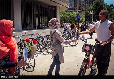 المسلمون یهدون الأمریکان وردة السلام