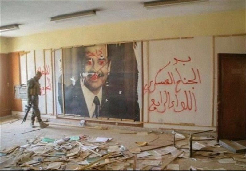 صورة صدام فی مرکز عملیات داعش بالفلوجة