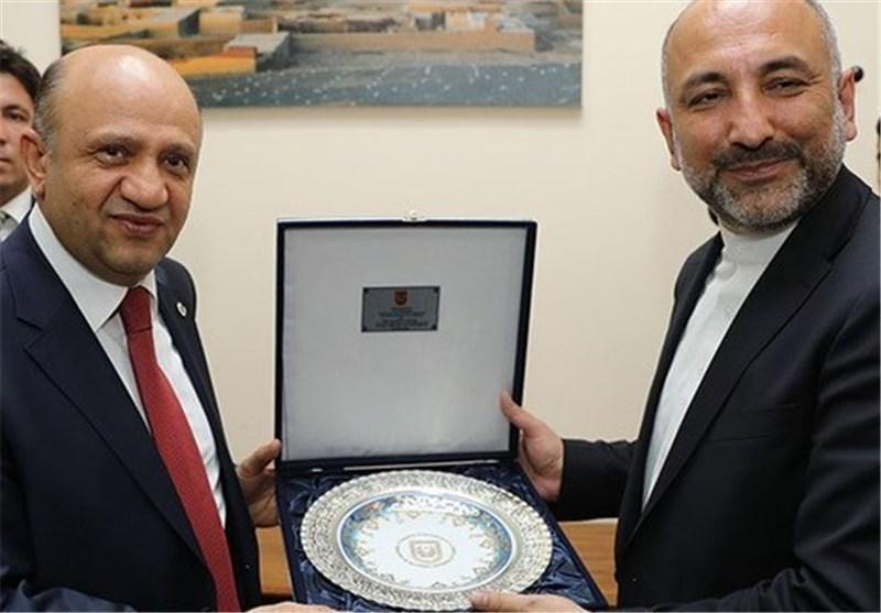 وزیر دفاع ترکیه و حنیف اتمر