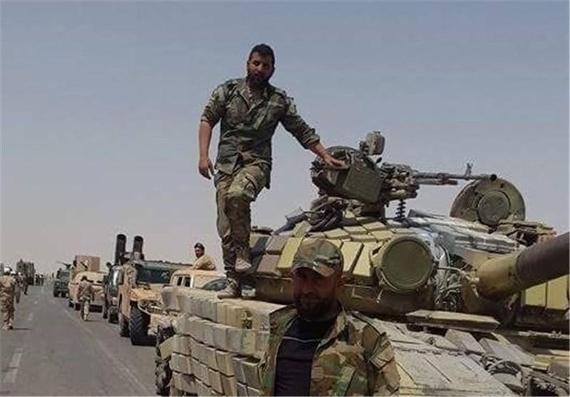 الجیش السوری على بعد 30 کم من مطار الطبقة بریف الرقة+صور
