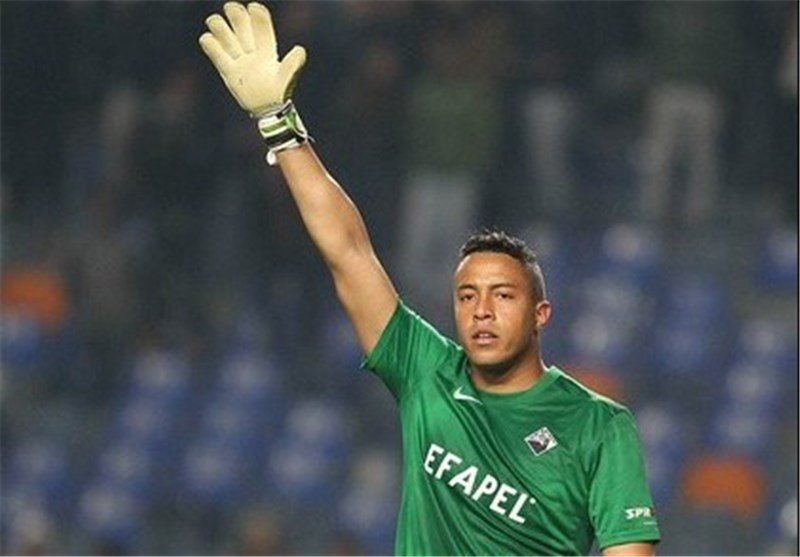Iran's Sepahan Brazilian Goalkeeper Extends His Contract