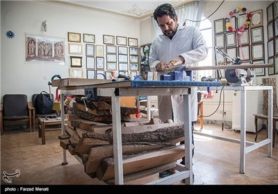 کارگاه ساخت صنایع دستی با چوب - کرمانشاه