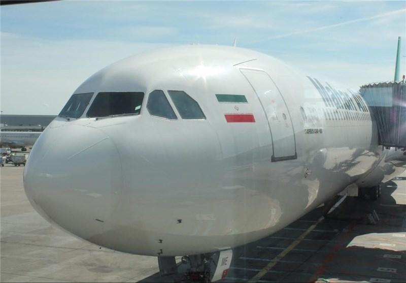 ورود اورژانس به هواپیمای مشهد-تهران ماهان/گریه مهمانداران به دلیل حال بد مسافران