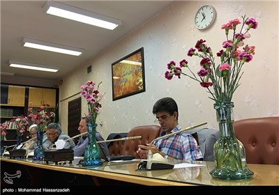 """پویش ملی """"قلیان ها را گلدان کنیم"""" در دانشگاه علوم پزشکی ایران"""