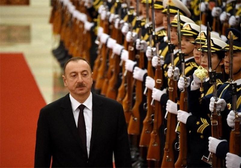 Aliyev Yaslandığı Ağacı Baltalıyor