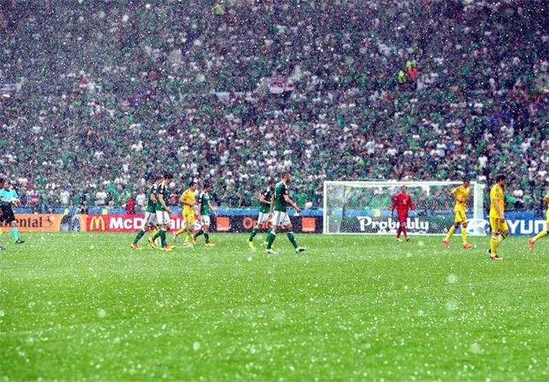 تگرگ در بازی ایرلند شمالی و اوکراین وقفه به وجود آورد