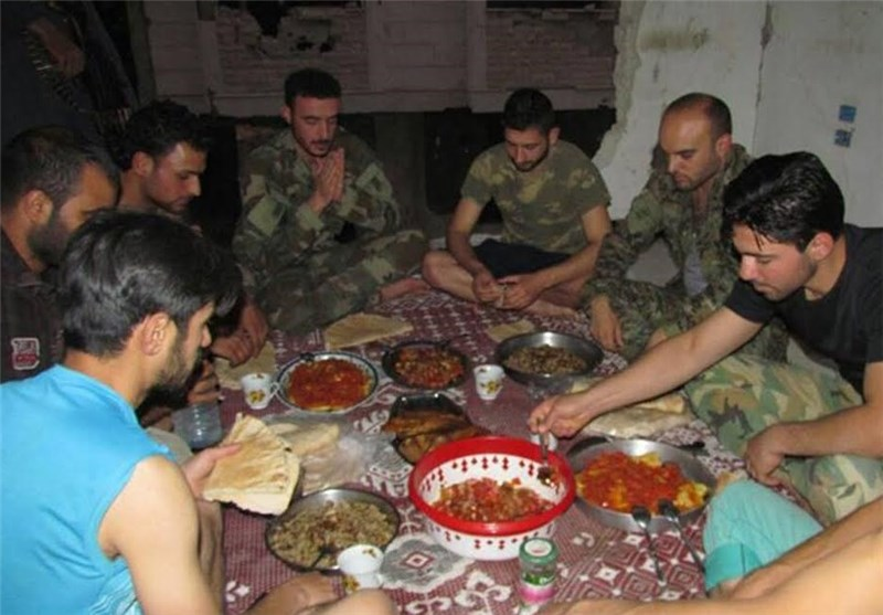 افطار سربازان سوریه