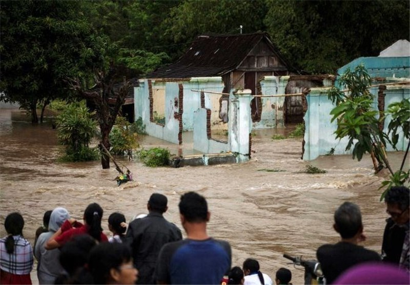 Cyclone leaves 41 dead, thousands evacuated in Indonesia