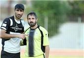 مربی پیشین نفت: بیرانوند تحت فشار است و تمرکز او را گرفتهاند/ تاج فوتبال را درست کند