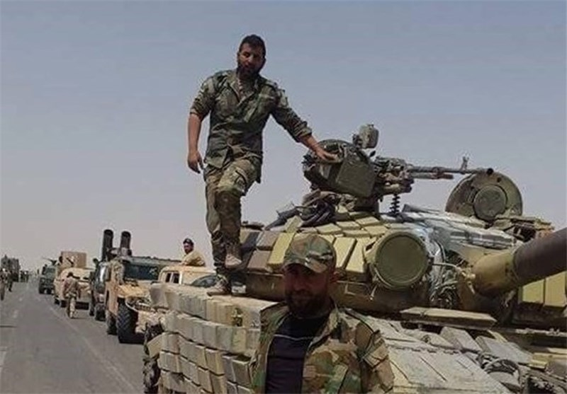 """الجیش السوری یحرر حقل """"الثورة"""" النفطی بریف الرقة"""