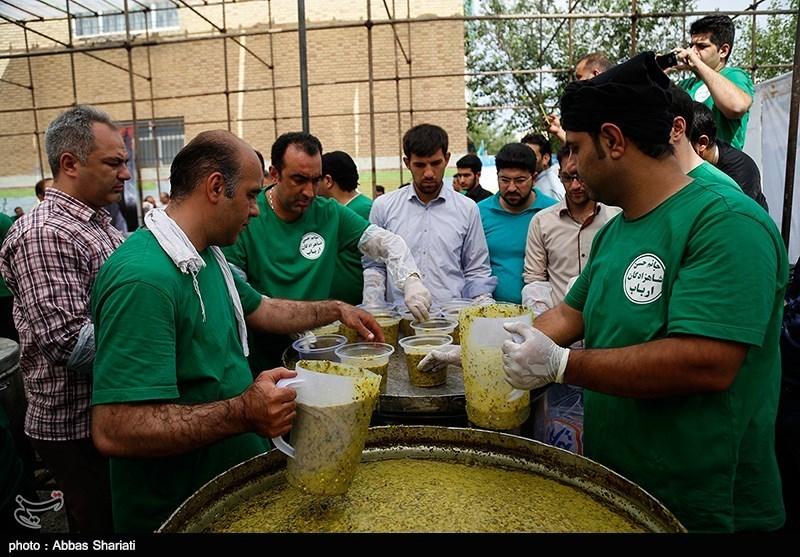 Pictures: baking 14 tons of pot-aways in Karaj٬ پخت و توزیع 14 تن آش نذری در کرج٬ توزیع 4 تن اش نذری٬ عکس آش رشته نذری٬ عکس های نذری در کرج