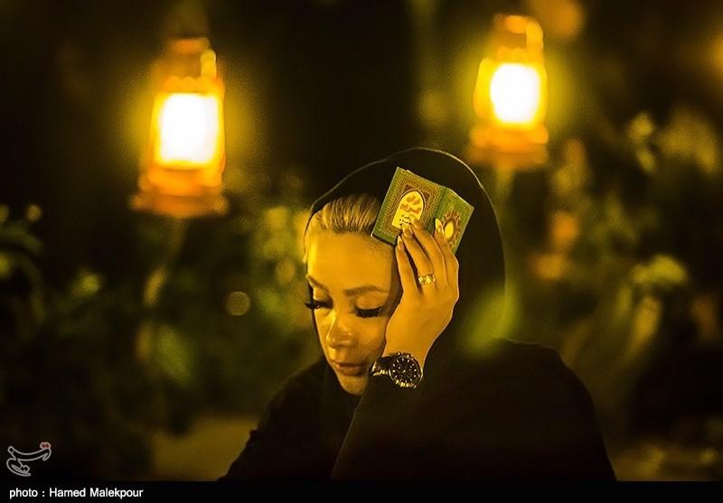 حضور دختران فشن در مراسم شب احیا٬ عکس تیپ های مختلف در مراسم شب احیا٬ مراسم احیای شب نوزدهم ماه رمضان,دختر و پسران فشن در شب احیا,شب احیا پسران فشن,دختران آرایش کرده در شب احیا,سوژه های شب احیا,عکس های احیا,عکس های احیای 19 رمضان,عکس های شب قدر,مجله مراحم,سایت مراحم