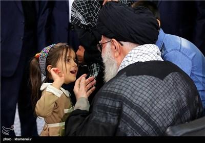 IŞİD Karşısında Şehit olan İranlı Asker Ailelerinin Rehberle Görüşü