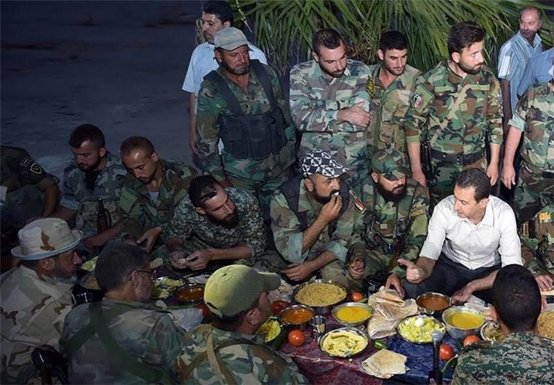 Beşar Esad Askerlerle Birlikte İftar Açtı/ Foto