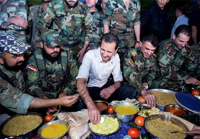Syrian President Attends Iftar on Frontline with Troops (+Photos)