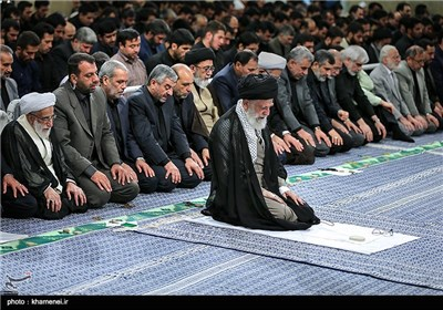 Leader Attends Imam Ali's Mourning Ceremony in Tehran